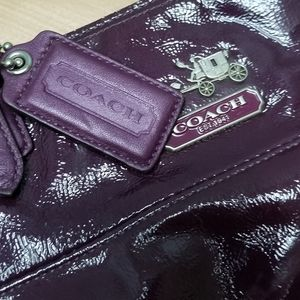 COACH | PURPLE PATENT LEATHER PURSE